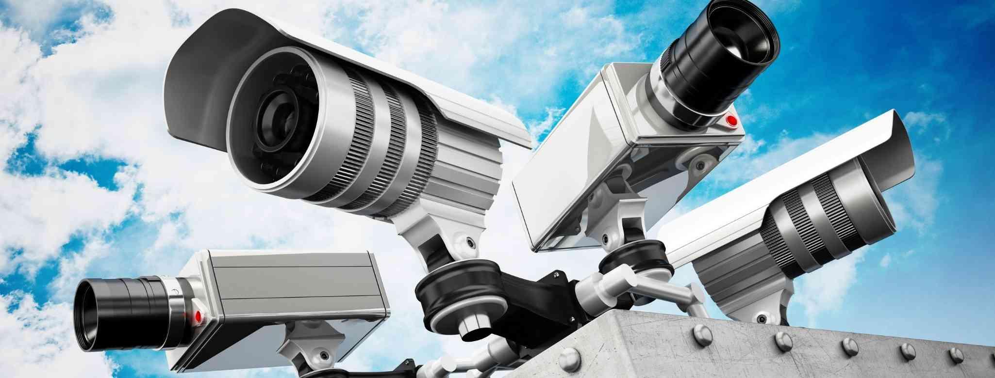 מצלמת אבטחה על בניין